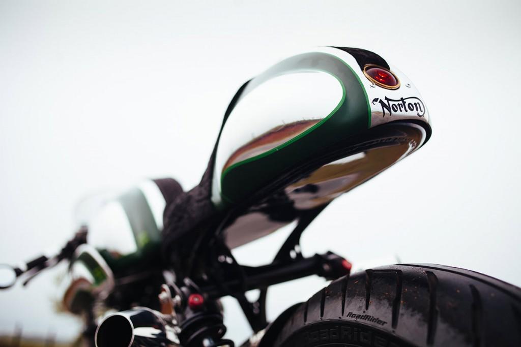 Norton commando par fuller moto, zoom de la boucle arrière