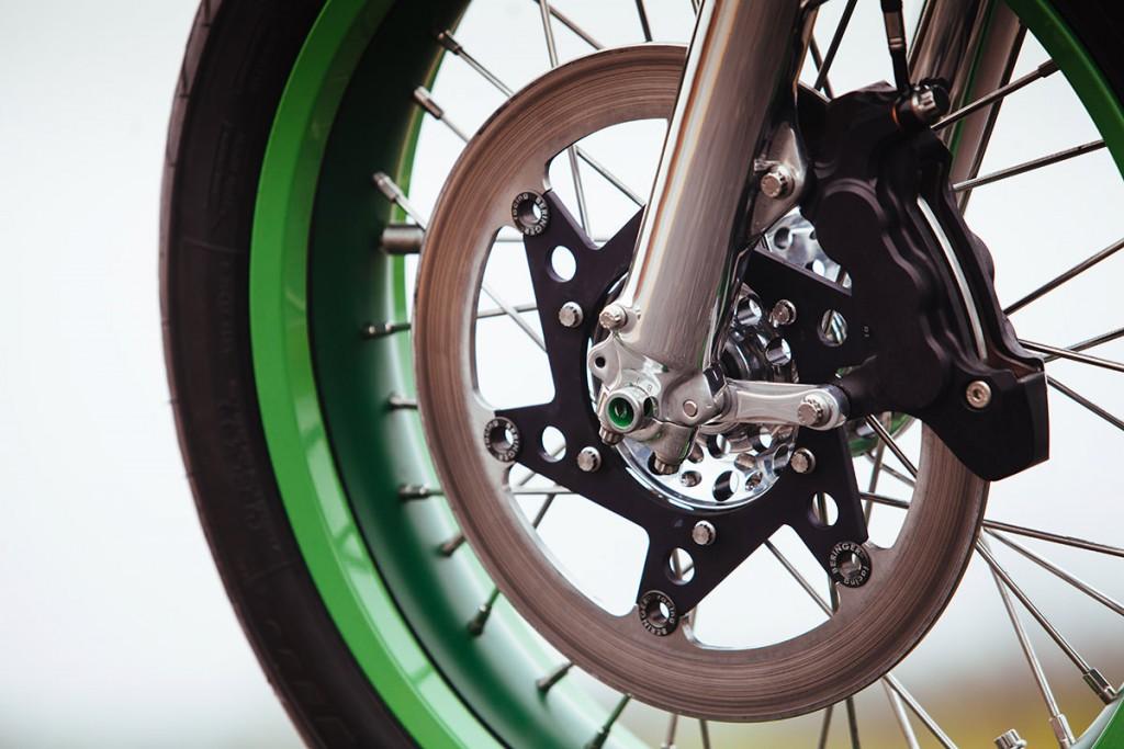 Norton commando par fuller moto, zoom sur le frein avant